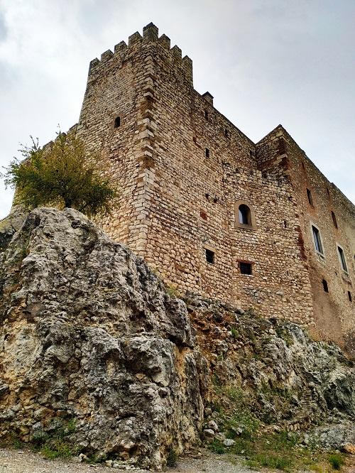 Caltillo de El Papiol, vista del edificio desde abajo