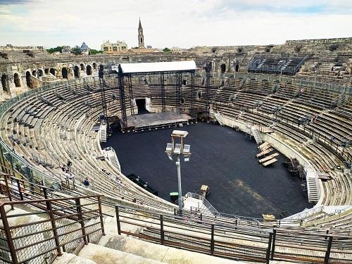 Interior arenas de Nimes