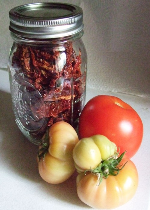 Dried stored tomatoes