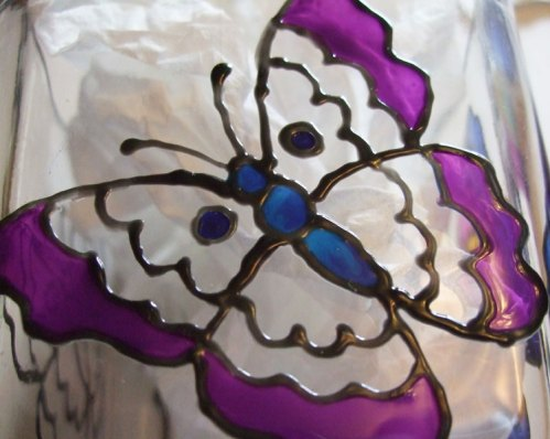 I used Pebeo Vitrea 160 Lazuli color to paint the body of the butterfly.