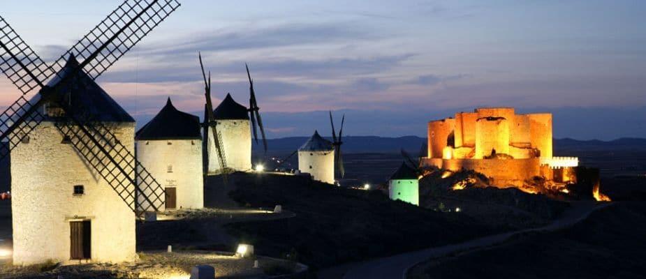 cerca de la casa de los forestales tenemos al castillo de consuegra y sus molinos