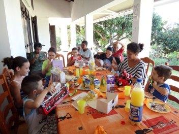 Avec les enfants adorateurs - Bois de Nèfles.