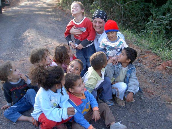 Maria com as crianças do oratório