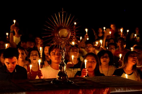 momento de adoração eucarística