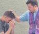 padre atende confissão