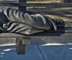 Papa doa escultura de Jesus sem-teto à Arquidiocese do Rio de Janeiro