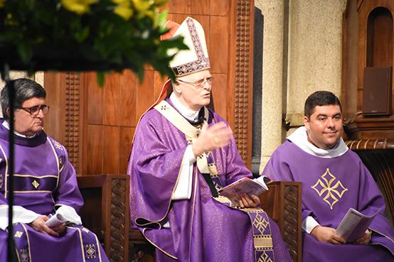 Ao centro Cardeal Dom Odilo, com Padre Custódio à esq. e Diac. Márcio.