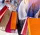 mulher com várias sacolas de compras