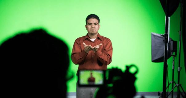 Intérprete de linguagem de sinais.