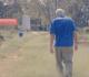 Filho da Aliança caminha num campo