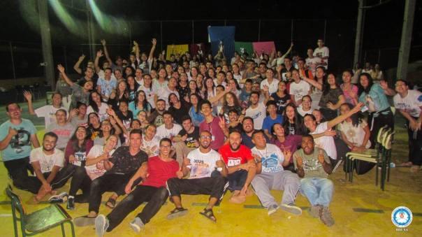 Participantes e servos pasam para foto ao final do Encontro.