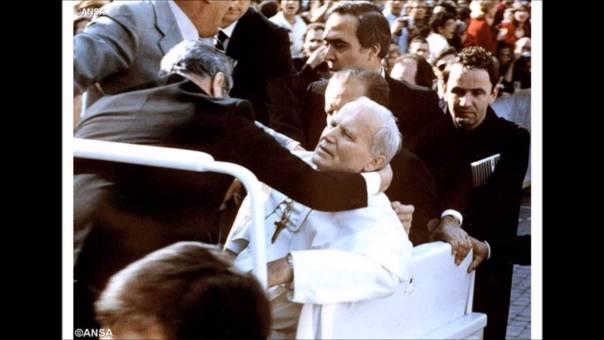 Imagens do atentado sofrido por São João Paulo II