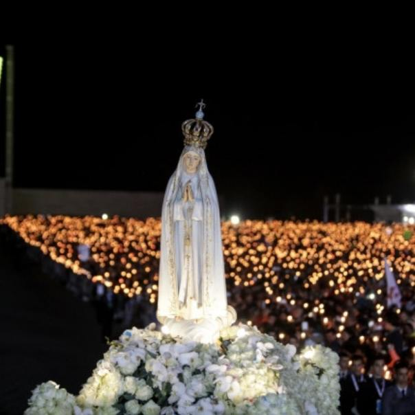 Procissão das velas no Santuário de Fátima Portugal