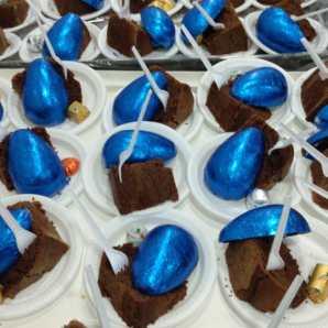 Foram doados para a festa 50 bolos e 500 ovos de páscoa.