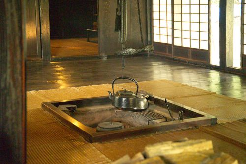 800px-Japanese_Traditional_Hearth_L4817