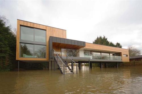 Flood-Proof-Hind-House-in-Berkshire-United-Kingdom-1