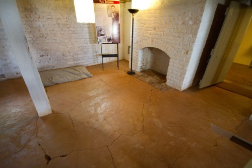 clay_floor_dm_jpg_42010-60
