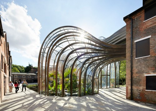 Bombay-Sapphire-by-Thomas-Heatherwick-Hufton-and-Crow_dezeen_784_17