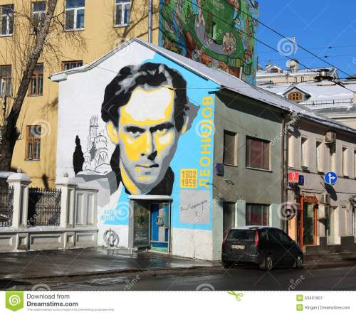 graffiti-wall-depicting-portrait-ivan-leonidov-moscow-53401907