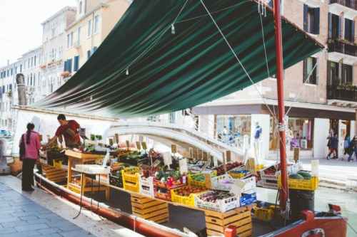 Water-Market-in-Venice-Italy-700x466