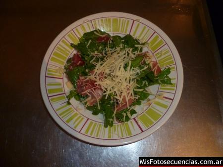 Ensaladas de rúcula y jamón crudo