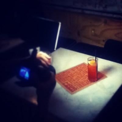 Fotografiar en restaurante con cámara o teléfono