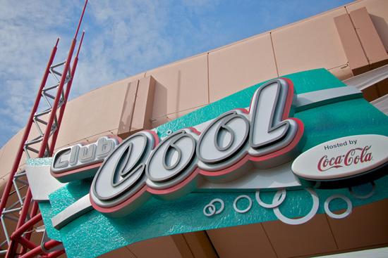 Probando variedades de Coca Cola en Disney