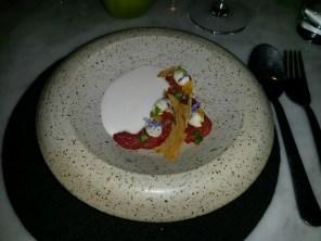 Ajoblanco con tomates deshidratados y salsa de almendras