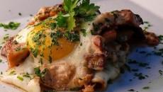 Huevos con hongos