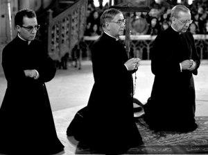 san Josemaría Escrivá de Balaguer en Santuario de N. S. de Luján (Argentina) con Don Álvaro del Portillo y D. Javier Echevarría