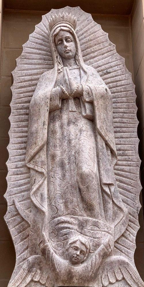 La Virgen de Guadalupe en el frente de la Iglesia