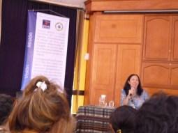 """Dra Elsa Tamez durante la conferencia """"Las mujeres en el nuevo testamento"""""""