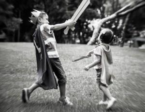 niños jugando a luchas