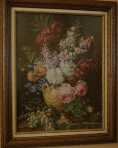 Venta de cuadro bordado a punto de cruz con dibujo de jarrón con flores y racimo de uvas