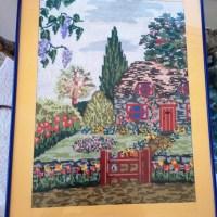 VENTA de cuadro bordado a punto de cruz con dibujo de casa de campo con jardín