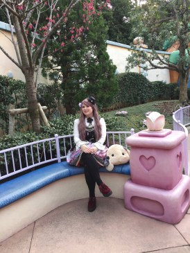 Took some cute pictures in Minnie's backyard too!