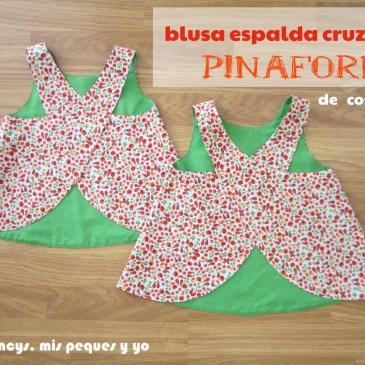 Blusa con la espalda cruzada Pinafore de «Cosotela»