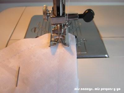mis nancys, mis peques y yo, tutorial DIY cojín con forma de estrella de Navidad, coser pespunte