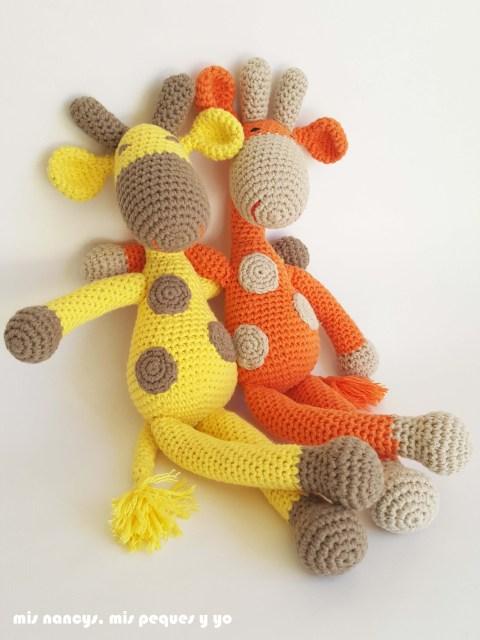 mis nancys, mis peques y yo,pareja jirafa amigurumi, jirafa amarilla y naranja sentadas