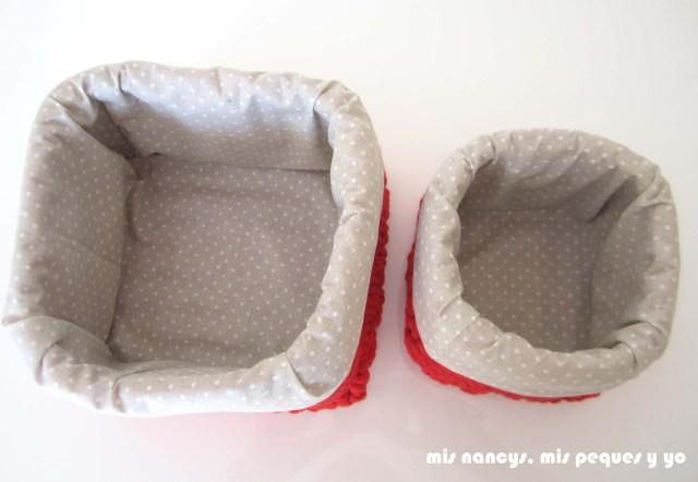 mis nancys, mis peques y yo, juego de dos cestas de trapillo cuadradas con funda de tela, detalle del interior