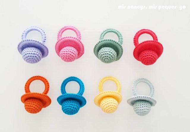mis nancys, mis peques y yo, chupetes de ganchillo, ocho colores distintos