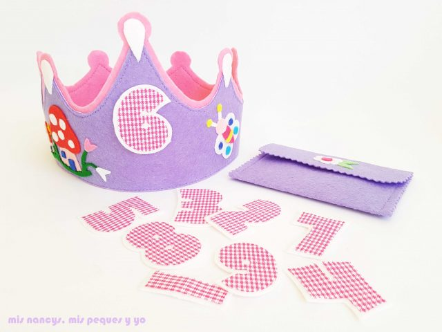 """mis nancys, mis peques y yo, corona para cumpleaños de fieltro """"En el bosque"""", números intercambiables y sobre para guardarlos"""