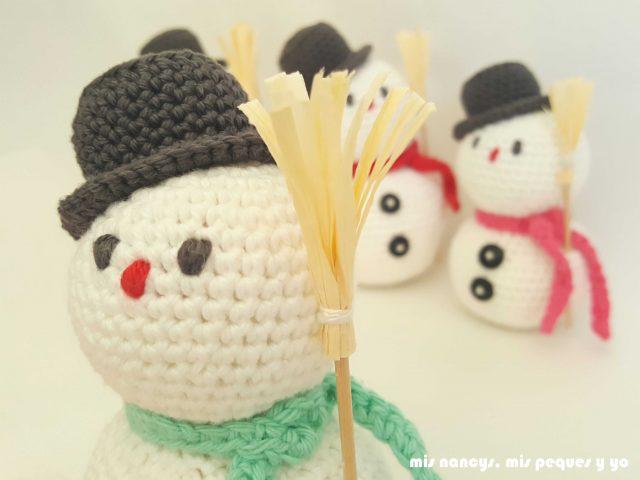 mis nancys, mis peques y yo, muñecos de nieve amigurumi, detalle cara bordada