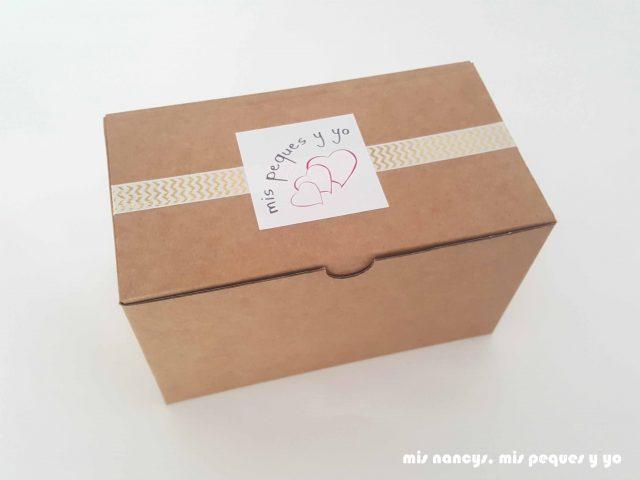 mis nancys, mis peques y yo, corona de cumpleaños de tela, packaging con caja