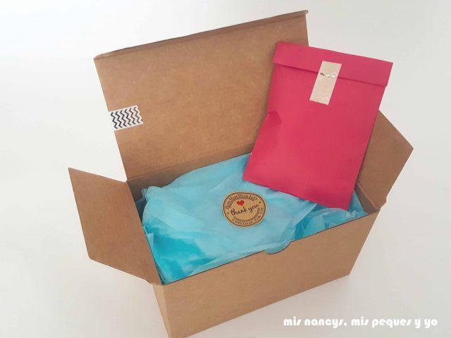 mis nancys, mis peques y yo, corona de cumpleaños de tela, interior packaging con caja