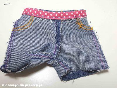 mis nancys, mis peques y yo, tutorial pantalón corto para Nancy, modelo short vaquero deshilachado, pantalón por el revés