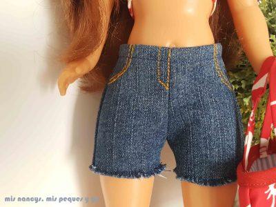 mis nancys, mis peques y yo, tutorial pantalón corto para Nancy, modelo short vaquero deshilachado, detalle bajos deshilachados