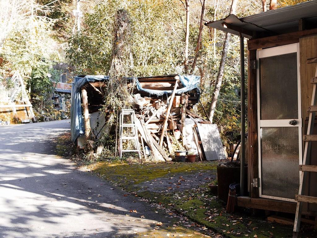 駐車所手前の小屋