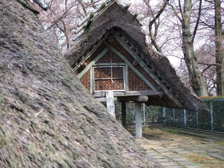 復元された住居跡