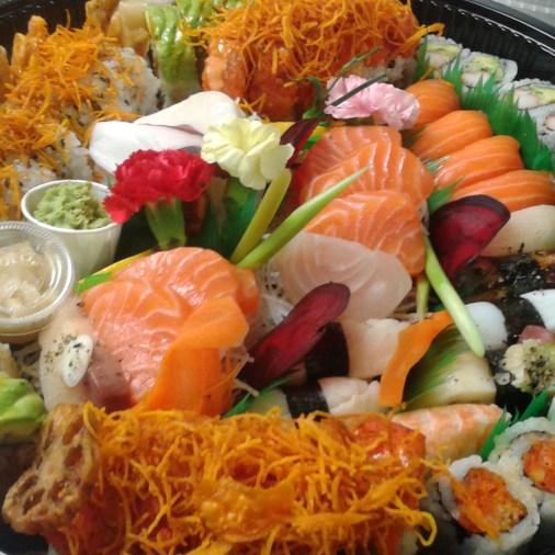 Party Tray 4 Large: Sashimi, Sushi, Maki